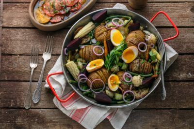Hasselback potatoes with vegetables in a pan - hasselback potatoes with vegetables in a pan 400x267